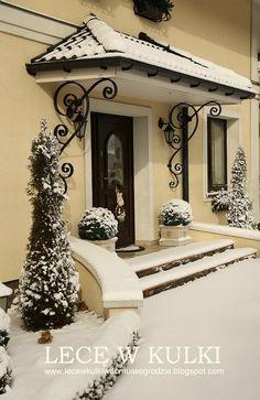 Od wczoraj, od rana u nas nowa dostawa...;) Wbrew panującym opiniom, proroctwom i wróżeniu...śnieg nie zniknął, trzyma się dzieln...