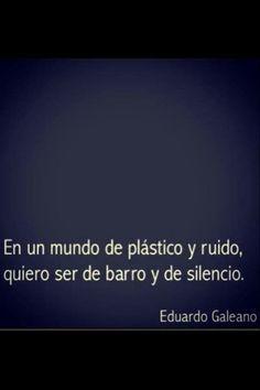 En un mundo de plástico y ruido, quiero ser de barro y de silencio. #frases #citas