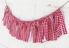 Gingham Banner Picnic Garland Red and White BBQ Rustic Happy Birthday Barn Wedding Decoration Spring Summer Star Heart Table Banner Bunting Picture Frame Table, Unique Picture Frames, Wedding Picture Frames, Wedding Pictures, Picnic Themed Parties, Outdoor Parties, Gingham Party, Picnic Birthday, Cowgirl Birthday