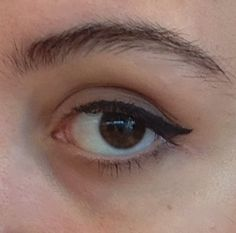 How to Do Winged Eyeliner (Easy Way)