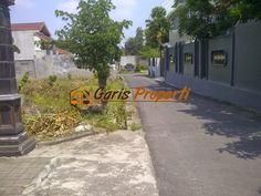 Tanah Dijual Di Jogja Utara, Jalan Kaliurang Km 8.5 Barat PLN  Luas Tanah : 1068 m2 Lebar Depan : 30 m  HARGA : Rp. 3.500.000,- /m2