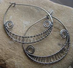 Wire weaving is an art. Learn some serious skills with these wire weaving patterns, then apply them to your own jewelry to make works of art that look like they belong in an art museum instead of on your wrist.