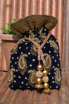 Zardozi and beads on velvet potli! Potli Bags, Ethnic Bag, Fru Fru, Embroidery Bags, Bridal Clutch, Diy Handbag, String Bag, Boho Bags, Gold Silk