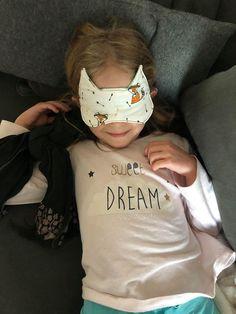 Masque de nuit Incognito en blanc et renards cousu par Virginie - Patron Sacôtin