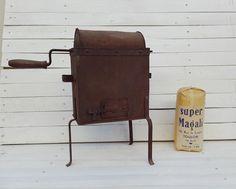 Tostadora de café antigua con su bolsa de café para tostar- Años 40- El Arcón de Alarcón