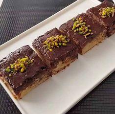 Prajitura cu banane, rapid de preparat si gustoasa • Gustoase.net Sweets, Cookies, Desserts, Food, Sweet, Banana, Kitchens, Crack Crackers, Tailgate Desserts