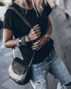 Black tee with silver jewelry. Black tee with silver jewelry. Black Tees, Black Denim, Mode Outfits, Fashion Outfits, Womens Fashion, Fashion Bags, Fashion Trends, Style Casual, Style Me
