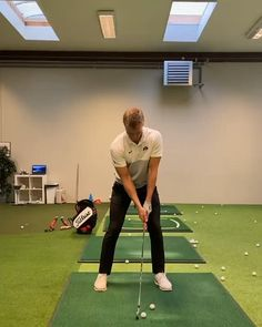 Nice indoor training swings. Golf Swing Takeaway, Slow Motion Golf Swing, Golf Club Head Covers, Perfect Golf, Golf Quotes, Golf Humor, Golf Gifts, Mens Golf, Golf Outfit