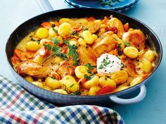 Unser beliebtes Rezept für Hähnchen-Gnocchi-Pfanne mit Möhren und mehr als 55.000 weitere kostenlose Rezepte auf LECKER.de.