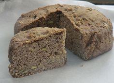 Aujourd'hui un pain au sarrasin et aux graines de courge et sésame, super beau et super bon!