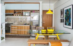 Cozinha integrada a sala jantar e estar (De Milla Holtz Arquitetura)