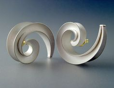 Chris Carpenter // amazing jewelry design // silver curl earrings // #jewelrydesign // COSMIMA - JEWELLERY