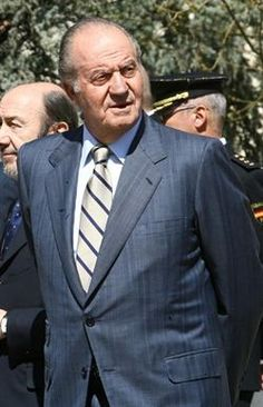 El Rey dejará de ser presidente de honor de WWF España http://www.europapress.es/chance/realeza/noticia-rey-dejara-ser-presidente-honor-wwf-espana-20120721155506.html