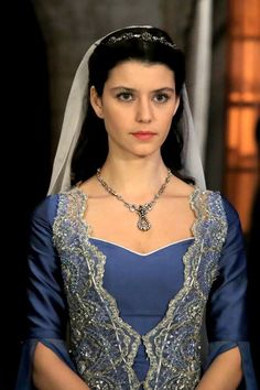 Beren Saat as Kosem Sultan (Actress) Queen Outfit, Queen Dress, Turkish Fashion, Turkish Beauty, Sultan Kosem, Sultan Pictures, Egyptian Headpiece, Theatre Costumes, Indian Designer Outfits