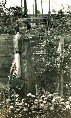 brownie-girl for a Kodak ad