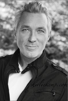 The very lovely Martin Kemp. He looks wonderful with the silver hair, he's beautiful inside and out. I'm stunned at how utterly beautiful he looks.