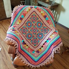 The CARNIVAL throw is designed by Annamarie Esterhuizen. It is a CAL which starts October 13, 2017 on Facebook:MANDALA QUEEN CROCHET THROWS