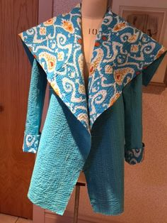 An Easy Chic Free Jacket Pattern From Sew News This jacket is actually a Thrifty Thursday pattern repeat. Coat Patterns, Clothing Patterns, Sewing Patterns, Art Clothing, Clothing Ideas, Fabric Patterns, Kantha Quilt, Quilts, Sweatshirt Makeover