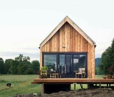 Tiny Cabin Vacation on Organic Farm Near Portland is part of Small house design This tiny cabin vacation is in a farm setting just 15 minutes away from downtown Portland, Oregon I thought you might - Modern Small House Design, Tiny House Design, Small Modern Cabin, Modern Cabins, Wood House Design, Modern Design, Tiny Cabins, Cabins And Cottages, Log Cabins