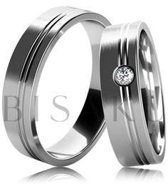 B09 Snubní prsteny z bílého zlata v saténově matném provedení s lesklým proužkem ve dvou třetinách prstene. Dámský prsten zdobený kamenem. #bisaku #wedding #rings #engagement #svatba #snubni #prsteny