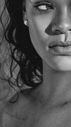 Estilo Rihanna, Mode Rihanna, Rihanna Riri, Rihanna Style, Aesthetic Photo, Pink Aesthetic, Jóias Body Chains, Rihanna Looks, Muse Art