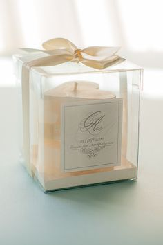 A beautiful candle as a wedding favour <3