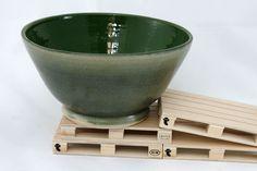 Ramen bowl in dark green, ceramic soup bowl, pottery green bowl, soup bowl, ceramic salad bowl, gift, japanese style de KamiBarcelona en Etsy #gres #stoneware #te #cafe #tea #coffee #chawan #yunomi #handmade #hechoamano #unique #piezaunica #japan #japon #ceramica #pottery #design #diseño #interiorismo #vajilla Ceramic Workshop, Ramen Bowl, Chawan, Serving Bowls, Barcelona, Pottery, Ceramics, Tableware, Etsy