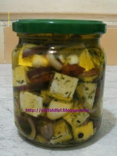 Ezt fald fel!: Házi sajt fűszeres olíva olajban... Gourmet Gifts, No Bake Cake, Pickles, Feta, Cucumber, Easy Meals, Food And Drink, Tasty, Cheese