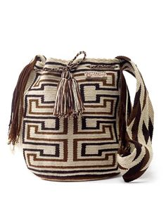 Wayuu Mochila 160 hours of crochet work by the Wayuu women (indigenous tribe in… Wiggly Crochet, Crochet Art, Tapestry Crochet, Crochet Handbags, Crochet Purses, Mochila Crochet, Tribal Bags, Ethnic Bag, Tapestry Bag