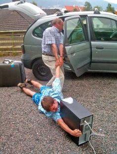 Soms is het moeilijk om los te laten! hihihi....gelukkig voor de tieners hebben veel vakantiehuizen wifi! #Vakantie #Vakantiehuizen #Kids #Kinderen