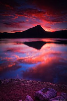 Amazing sunrise at Lake Estes in Estes Park, Colorado, the east entrance to Rocky Mountain National Park.