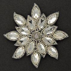 Parche de Applique rebordeado rhinestone • Medidas: aprox. 3-1/8 de diámetro • Color: Navette diamantes de imitación de plata de cristal granos de la semilla Perfecto para la decoración del vestido de boda, cabello, tops, vestidos e incluso Inicio decoración, etc.. Listado de 1 pieza Precio para 1 pieza es de $9,00 -------------------------------------------------------------------------------------------- También disponibles otros apliques enumeran aquí: http://www.etsy.com/shop/Joyce...