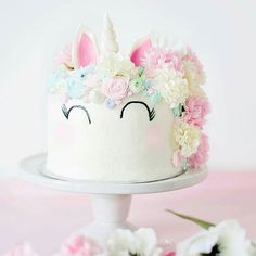 To make mondays more Lovely, i need this #unicorncake ...like on : my ALL mondays!!  #makinglifelovely #tearoom by @natspencer  #foodart #alittlelovelycompany #unicorn #cakemagic