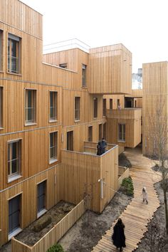 Tete in L'air / KOZ Architectes. The first building in wood that I don't like: it's about 'how' one use, not 'what'.