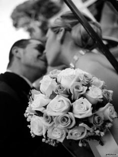 Foto bouquet a palla Love You Forever, Rose Bouquet, Crown, Black And White, Wisdom, Bouquet Of Roses, Corona, Black N White, Black White