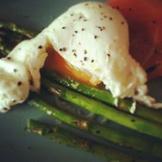 breakfast of grilled asparagus, poached egg, and smoked salmon... yumm