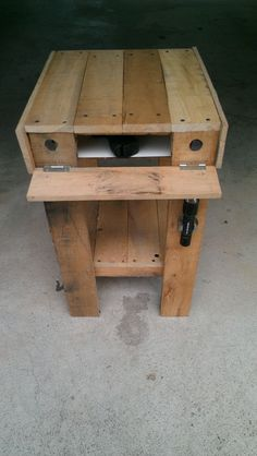 Pallet Furniture Projects Pallet End Table/Secret Storage