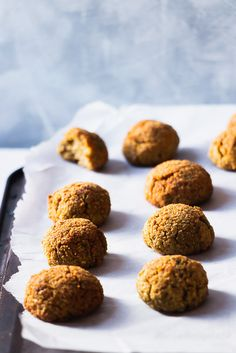 Oven baked falafel for those who don't like to deep fry! Crunchy on the outside and fluffy in the inside these falafels will be your favorite! What Is Falafel, Food Kiosk, Baked Falafel, Just Bake, Fresh Coriander, English Food, Middle Eastern Recipes, Oven Baked, The Fresh