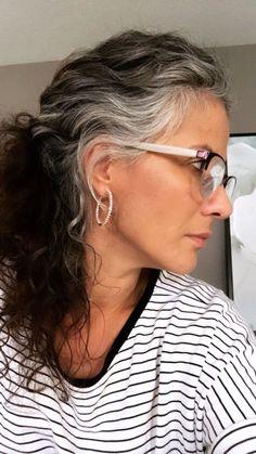Grey Curly Hair, Long Gray Hair, Grey Wig, Silver Grey Hair, Curly Hair Styles, Natural Hair Styles, Grey Hair Inspiration, Gray Hair Highlights, Gray Hair Growing Out