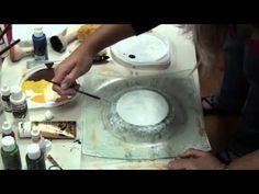 Szklany talerz ozdobiony techniką imitującą marmur. Film powstał w czasie Akademii Rękodzieła w październiku 2010r. Pracę wykonała włoska instruktorka decoup...
