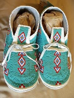Indian Art Oklahoma - Native American Beaded Women's, Girl's and Baby Girls's Moccasins Native American Baby, Native American Moccasins, Native American Clothing, Native American Regalia, Native American Artifacts, Native American Beadwork, Native American Fashion, American Jewelry, Native Beading Patterns