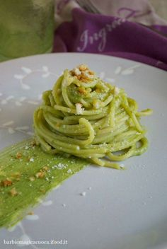 MPOWER/// Pesto di broccoli mandorle e pecorino