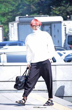 Tae e seu conceito de moda alienígena ❤
