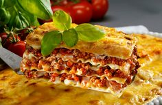 Italian food Planning a stag party in Spain? Stag Marbella is the leading planner of stag weekends in Spain including the famous Marbella and glitzy Puerto Banus in the Costa del Sol. Chili, Traditional Lasagna, Eat Smarter, Grubs, Learn To Cook, Restaurant Recipes, Bologna, Copycat Recipes, Cheesesteak
