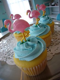 Blue cupcakes with pink flamingos on them. Such a pretty color combo! Flamingo Cupcakes, Pink Flamingo Party, Flamingo Birthday, Pink Flamingos, 6th Birthday Parties, Birthday Ideas, Cute Cupcakes, Luau Party, Bday Girl