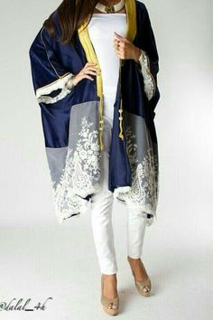 Dalal Maizi For more abaya… Abaya Fashion, Kimono Fashion, Modest Fashion, Mode Abaya, Mode Hijab, Fashion Details, Look Fashion, Fashion Design, Fashion Trends