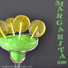 Okay, so like we need another way to enjoy tequila! While these Margarita Lollipops have tequila in them you don't taste the alcohol just sweet cit Liquor Lollipops, Alcohol Candy, Homemade Lollipops, Hard Candy Recipes, Lollipop Recipe, Sugar Candy, Candy Cookies, Dessert For Dinner, Candy Apples
