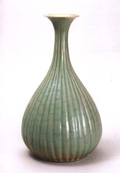 Celadon Bottle from 12th century Goryo dynasty (Ho-Am Art Museum, Seoul). Around this period, Korean ceramics were sought after by the royal courts of many Asian city-states.