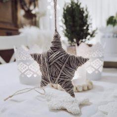 Virkattu norsuvaunulelu + ohje - Ikkunalaudalla Christmas Ornaments, Holiday Decor, Home Decor, Tutorials, Decoration Home, Room Decor, Christmas Jewelry, Christmas Decorations, Home Interior Design