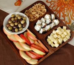 85 snacks for kids (and adults) to cut out processed foods. Great for lunch box ideas or for pre-made snacks to have on hand. tasty and yummy XD Healthy Recipes, Whole Food Recipes, Healthy Snacks, Snack Recipes, Healthy Eating, Detox Recipes, Drink Recipes, Delicious Recipes, Easy Recipes